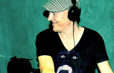 Singapore DJ